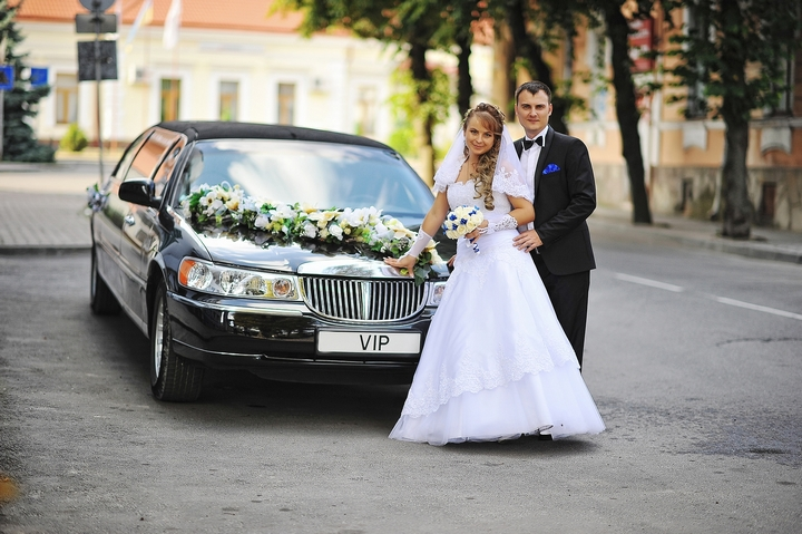6 Tips for Renting a Limo on Your Wedding Day